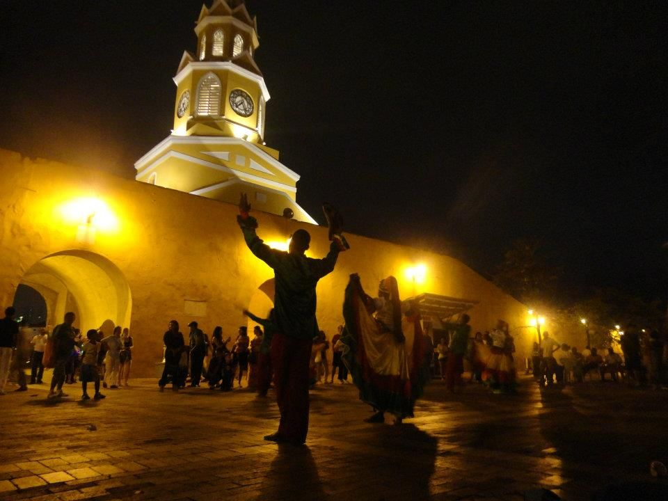 Street performers in Cartagena