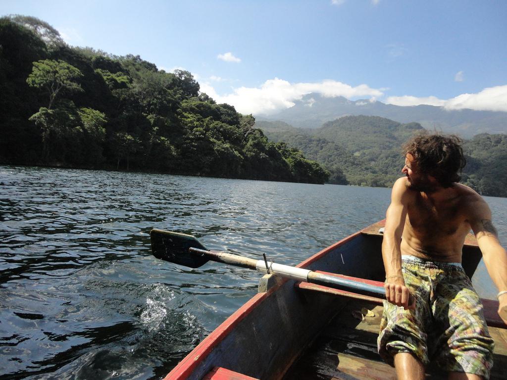 Paddling on Lago de Yojoa